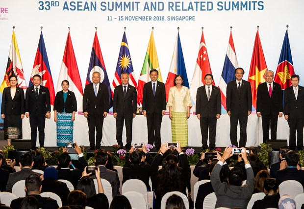 ASEAN countries sign first agreement on e-commerce hinh anh 1