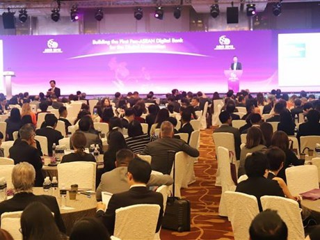Vietnam attends ASEAN economic meetings in Singapore hinh anh 1