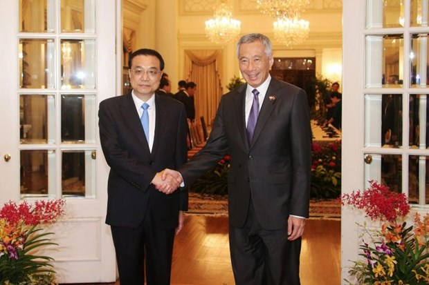 Singapore, China sign 11 bilateral cooperation documents hinh anh 1