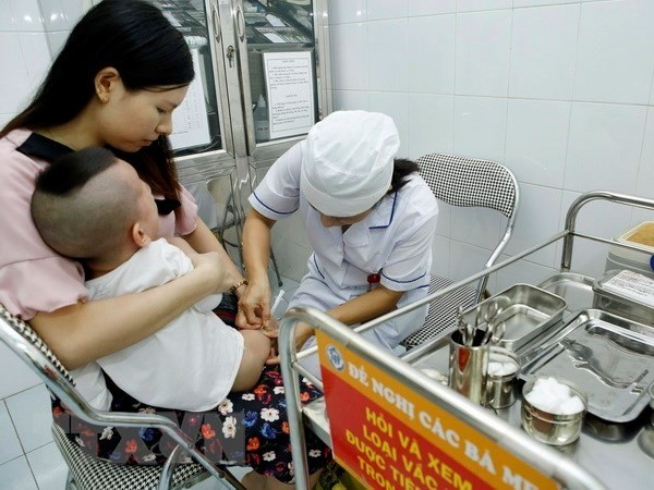 HCM City identifies babies in need of measles shots hinh anh 1