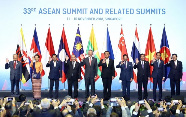 PM Phuc calls for sustained unity to build ASEAN Community hinh anh 1
