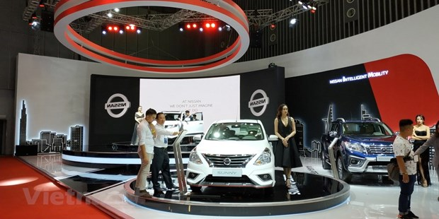 Imported cars boost auto sales in October hinh anh 1