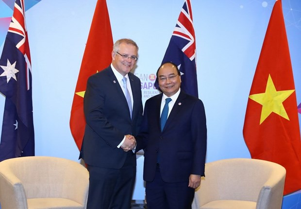 ASEAN Summit: PM Phuc meets with Australian counterpart hinh anh 1
