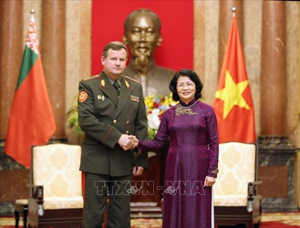 Vietnam, Belarus urged to make defence cooperation a highlight hinh anh 1