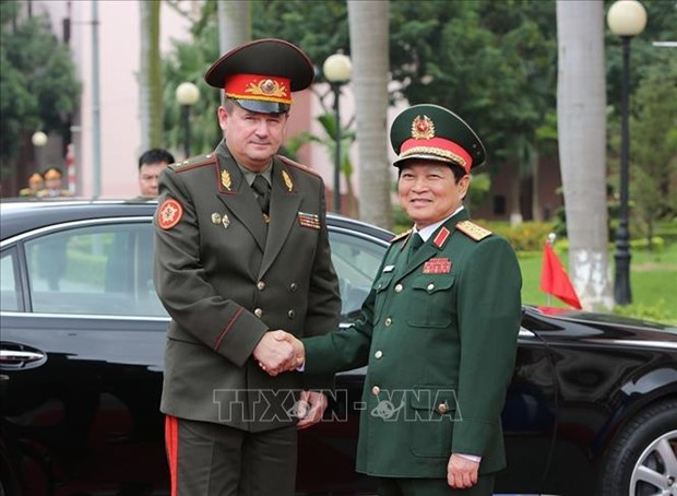 Vietnamese, Belarusian defence ministers hold talks hinh anh 1
