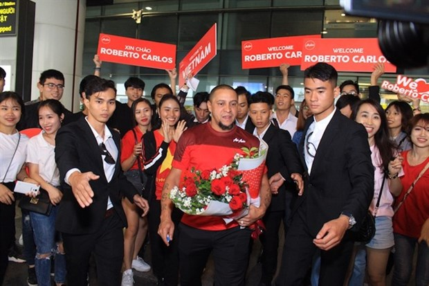 Brazil football legend Roberto Carlos visits Vietnam hinh anh 1