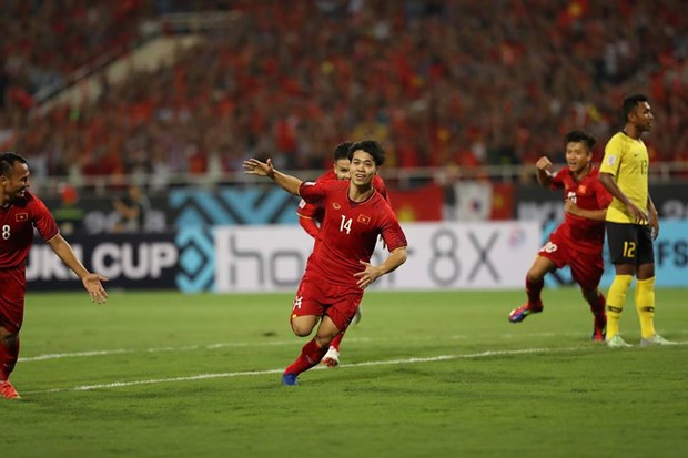 Vietnam defeats Malaysia 2-0 in AFF Suzuki Cup's Group A hinh anh 1