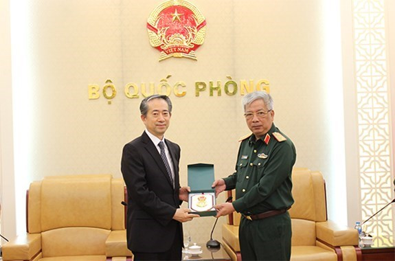 Defence ties, one of important pillars of Vietnam-China relations hinh anh 1
