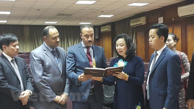 Hanoi delegation on Egypt visit hinh anh 1
