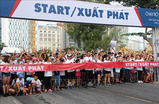 HCM City: 24,000 people join 22nd Terry Fox Run hinh anh 1