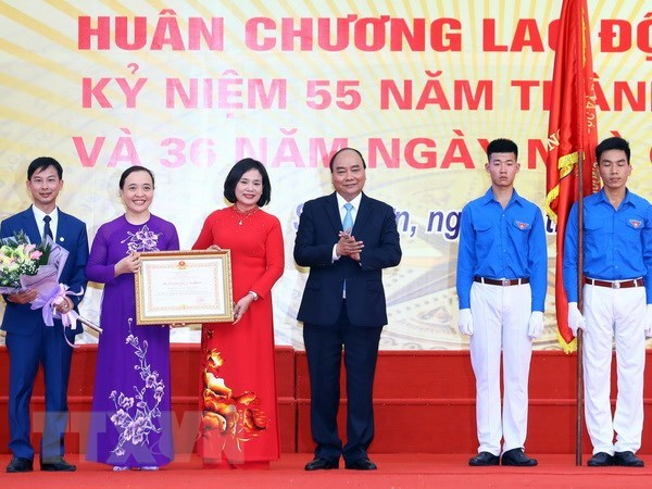 Prime Minister visits old school on Vietnam Teachers' Day hinh anh 1