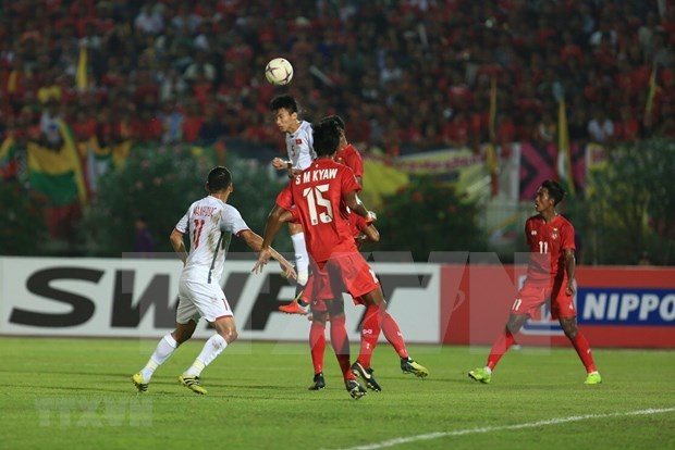 Vietnam draw 0-0 with Myanmar in AFF Cup's Group A hinh anh 1
