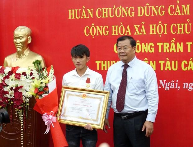 Quang Ngai fisherman praised for saving others at sea hinh anh 1