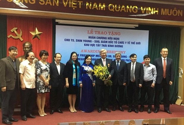 Friendship Order bestowed upon WHO official hinh anh 1
