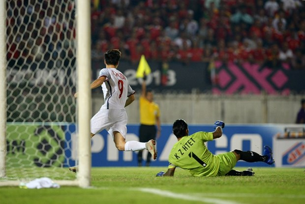 Asian media commends Vietnam's defensive strength in AFF Cup hinh anh 1
