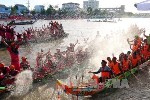 Khmer ethnic culture festival shines in Kien Giang hinh anh 1