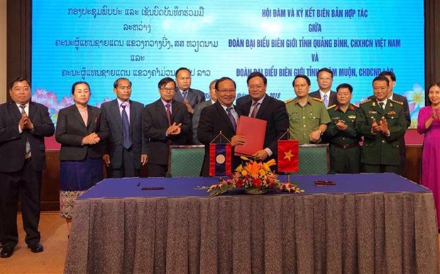 Quang Binh enhances border defence-security cooperation with Lao province hinh anh 1