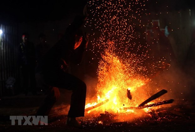 Red Dao ethnic group's fire dance festival revived in Dien Bien hinh anh 1