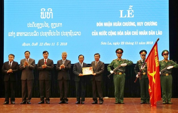 Son La province, leaders receive noble orders, medals from Laos hinh anh 1