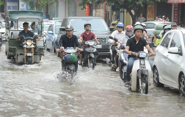 Hanoi's water drainage system overloaded hinh anh 1