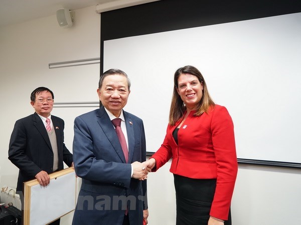 Public Security Minister active in UK hinh anh 1