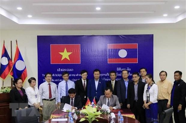 VNA presents equipment to Laos' KPL hinh anh 1