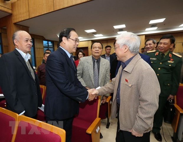 Party chief, President meets Hanoi voters hinh anh 1