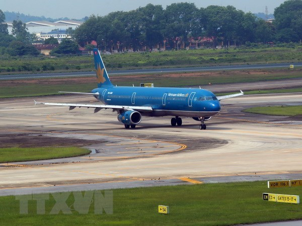 Airlines adjust domestic flight schedules due to Typhoon Usagi hinh anh 1