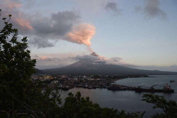 Philippines: Mayon volcano spews ash hinh anh 1