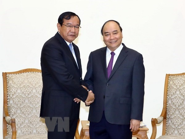 Prime Minister applauds development of Vietnam-Cambodia relations hinh anh 1