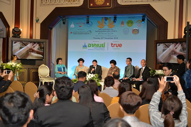 Thai government to host silk expo next month hinh anh 1