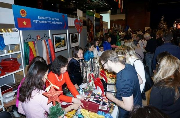 Vietnamese staples introduced at Christmas Fair Prague 2018 hinh anh 1
