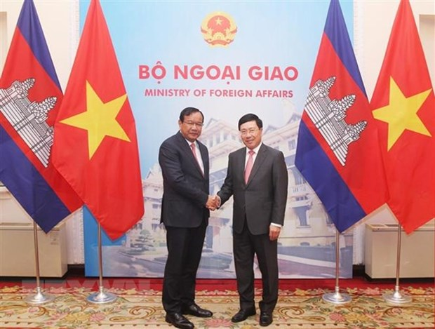 Vietnamese, Cambodian Deputy PMs hold talks hinh anh 1