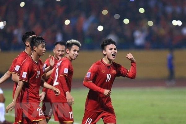 Quang Hai, Van Duc stand out in best player, best goal polls hinh anh 1