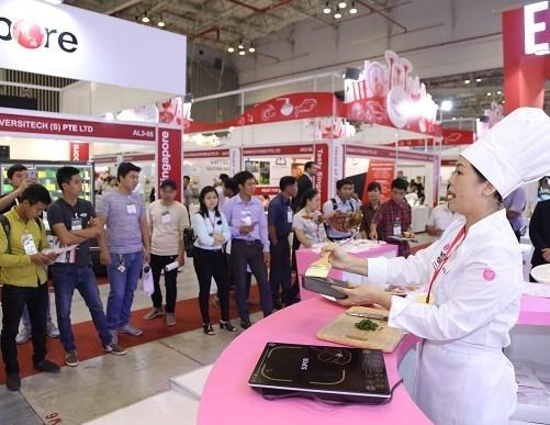 Food & Hotel Hanoi 2018 kicks off hinh anh 1