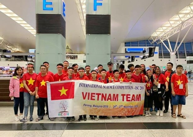 Vietnamese students win four gold medals at int'l science contest hinh anh 1