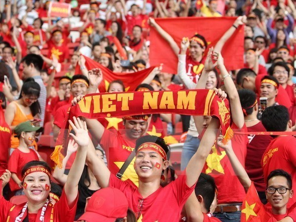 Another direct flight to Philippines arranged for football fans hinh anh 1