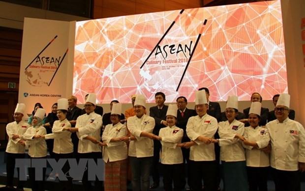 "Vietnam shows off ""pho,"" ""nem ran"" at ASEAN Culinary Festival hinh anh 1"