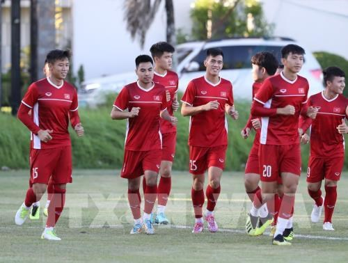 National men's football team enters FIFA's top 100 hinh anh 1