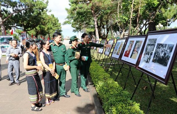 Photo exhibition honours late painter Xu Man hinh anh 1