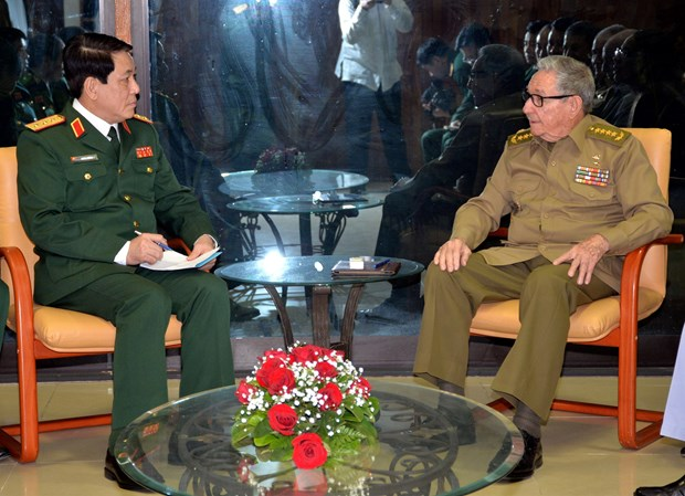 Vietnam, Cuba intensify friendship between armed forces hinh anh 1