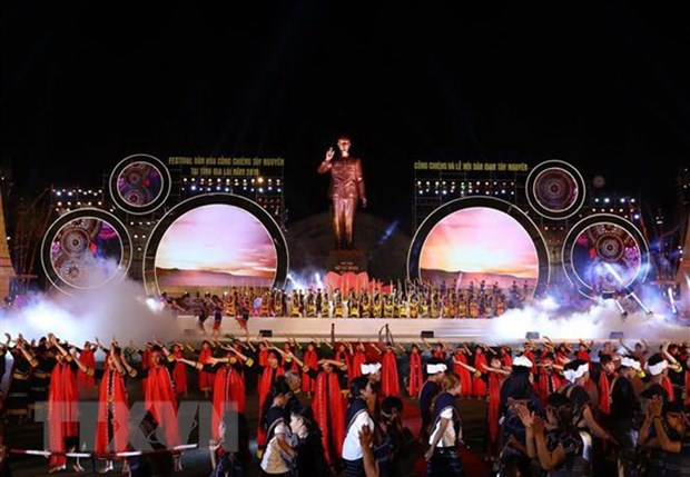 Prime Minister attends Tay Nguyen Gong Festival in Gia Lai hinh anh 1