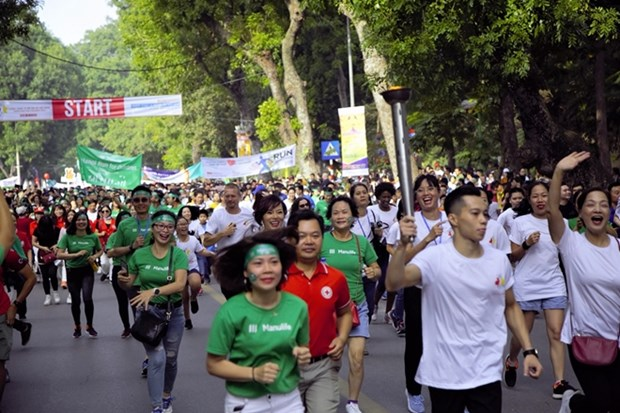 Run raises funds for children with cancer, heart disease hinh anh 1