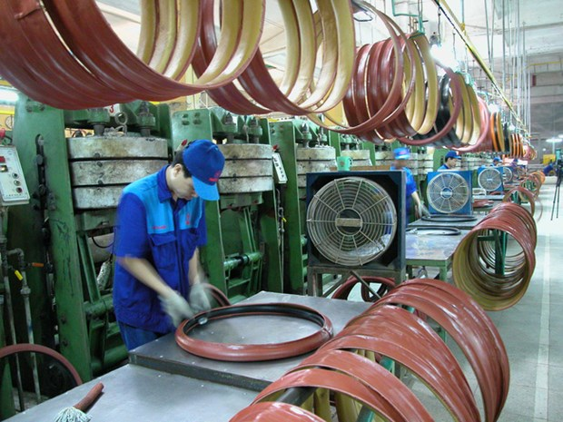 Manufacturing sector's output rises at near-record pace in November hinh anh 1