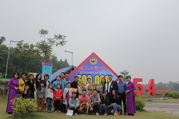 Culture-tourism village welcomes 500,000 visitors hinh anh 1
