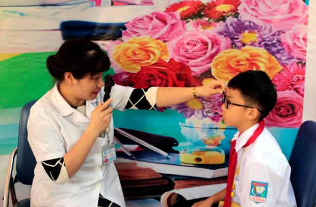 Son La: 1,000 ethnic minority students receive free sight tests hinh anh 1