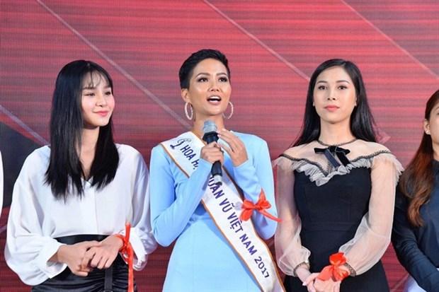 Vietnamese beauty contestant raises HIV awareness hinh anh 1