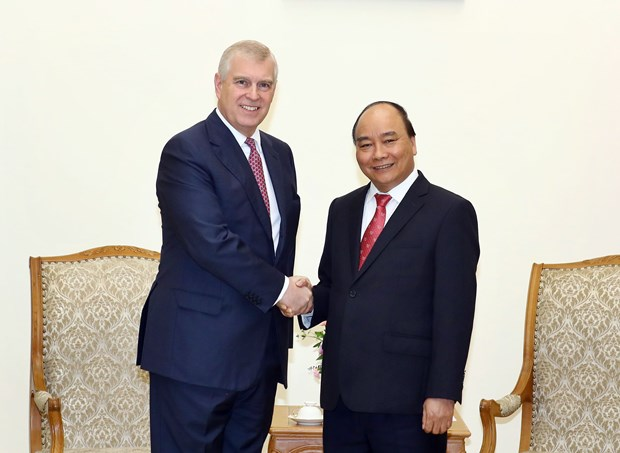 Prime Minister receives British Prince Andrew in Hanoi hinh anh 1
