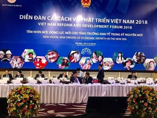 Forum seeks new drivers for national economic growth hinh anh 1