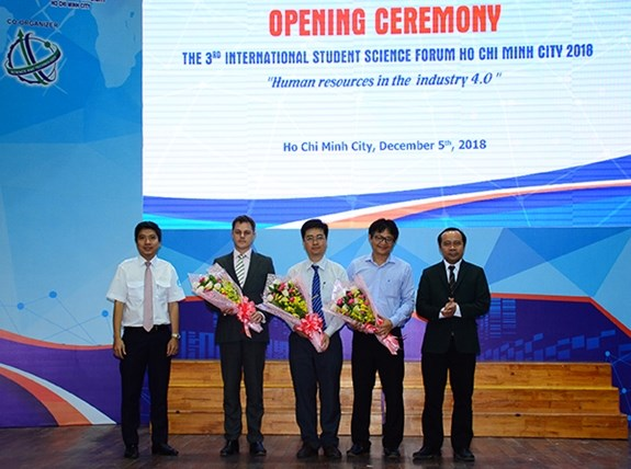 International student science forum opens in HCM City hinh anh 1
